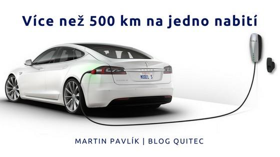 Více než 500 km na jedno nabití. Elektromobil Tesla se nabíjí. www.quitec.cz